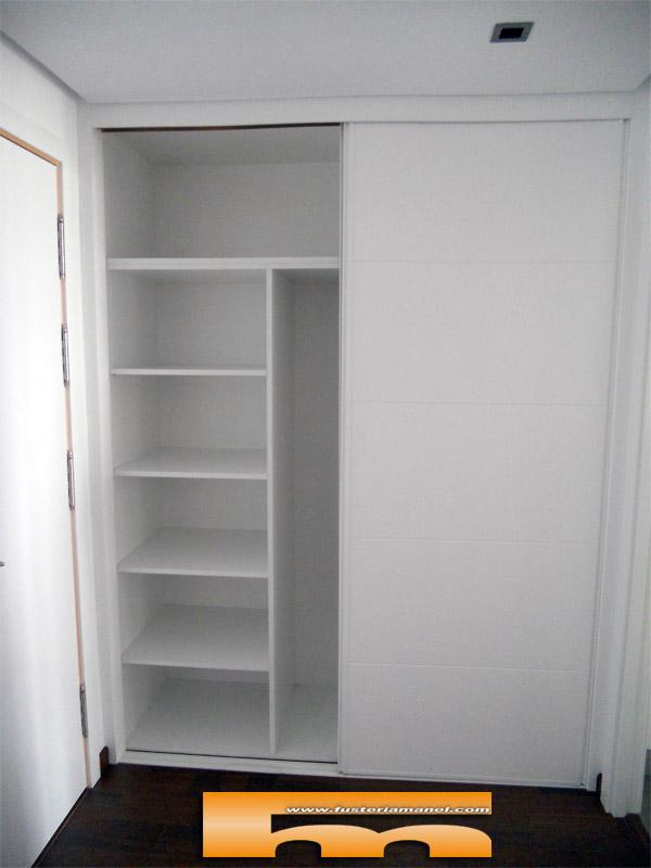 Armario a medida recibidor puertas correderas lacado - Estantes para armarios empotrados ...