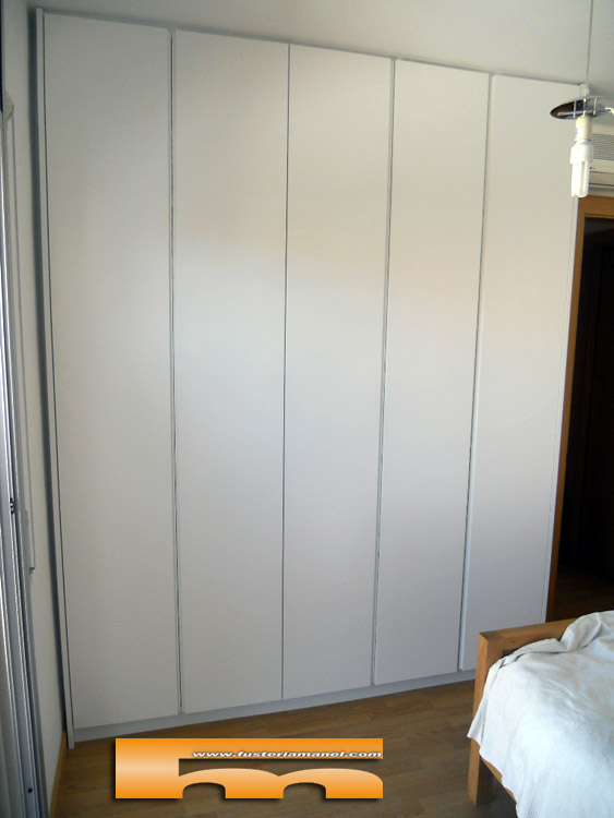 Puertas de armarios empotrados de diseo armario de cm - Armarios vintage barcelona ...