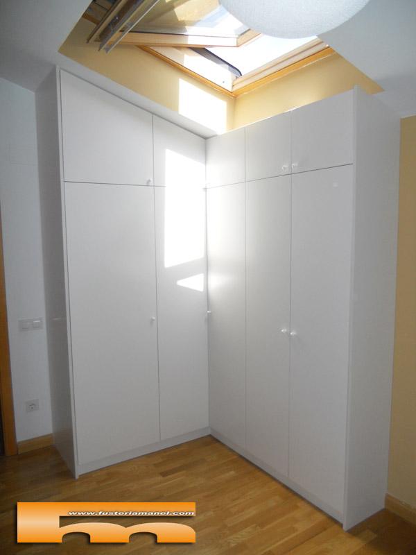 Casa en constructor armario esquinero empotrado for Armarios a medida