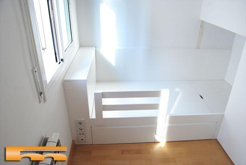 habitaci n infantil cama y armario bajo escalera domenec