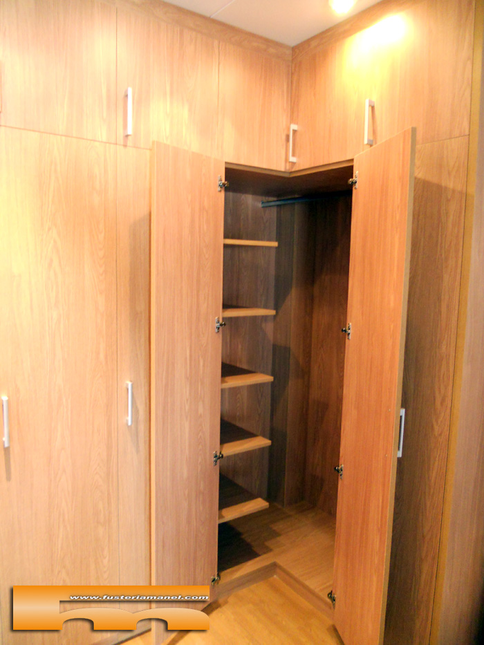 Interiores de armarios en esquina - Estantes para armarios empotrados ...