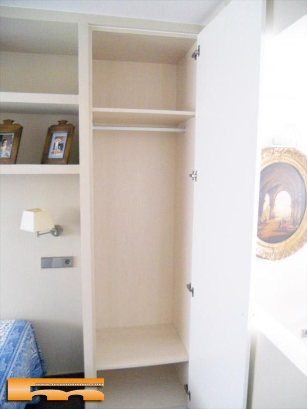 Armarios empotrados a medida para mueble de pladur for Mueble escalera ikea