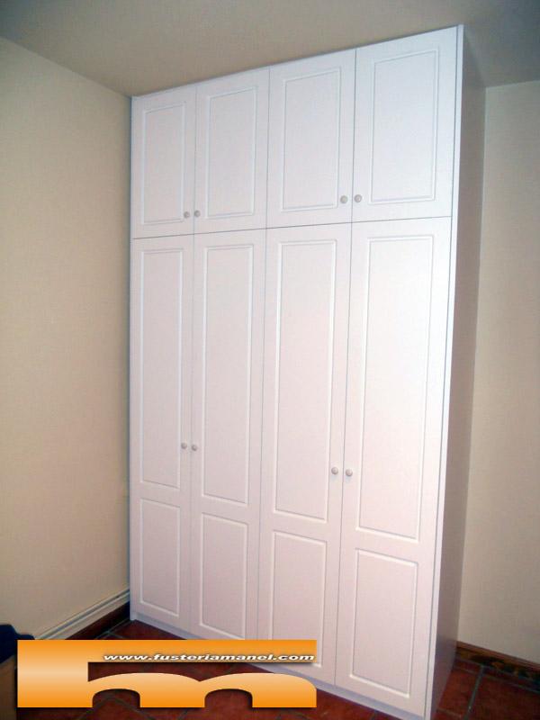 Armario a medida moldura bajo relieve lacado premia de - Puertas de armario a medida ...