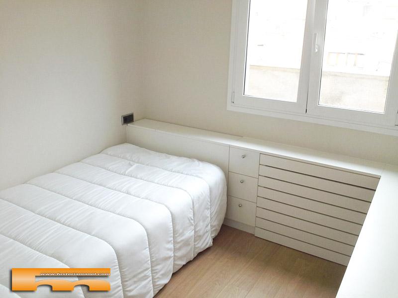 Mueble cabezal y armario en habitaci n a medida juvenil for Armarios habitacion juvenil
