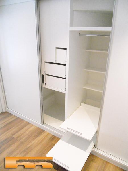 Vestidor a medida bajo escalera p correderas cerdanyola for Closet en escaleras