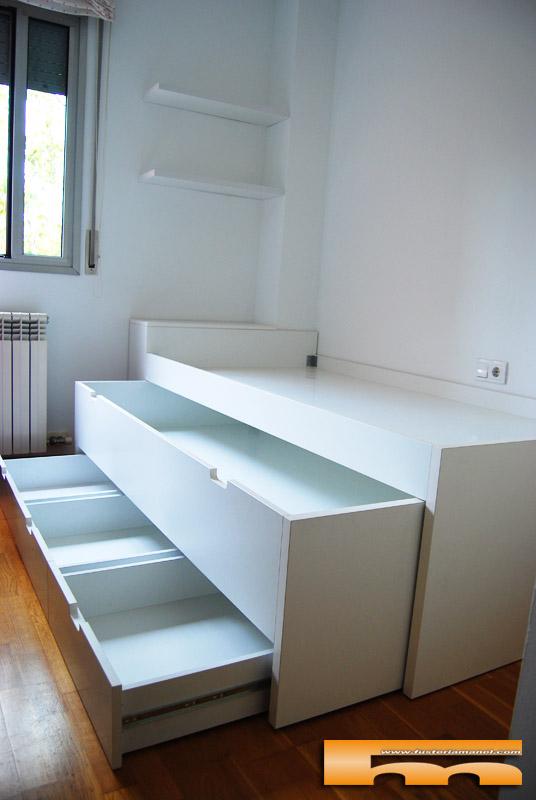 Cama compacta a medida sant cugat del vall s christina for Cama compacta con escritorio