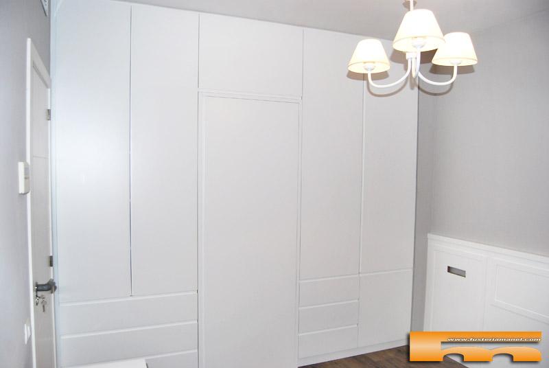Armario a medida lacado separador ba o dormitorio - Armarios a medida en barcelona ...