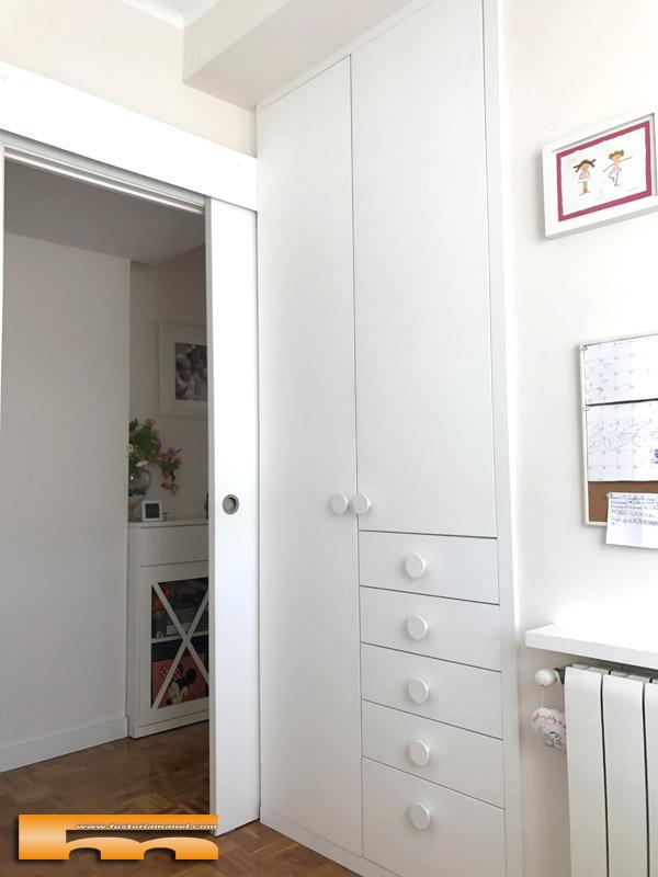 Habitacion infantil peque a conjunto armario escritorio y cama delia barcelona - Armario habitacion infantil ...