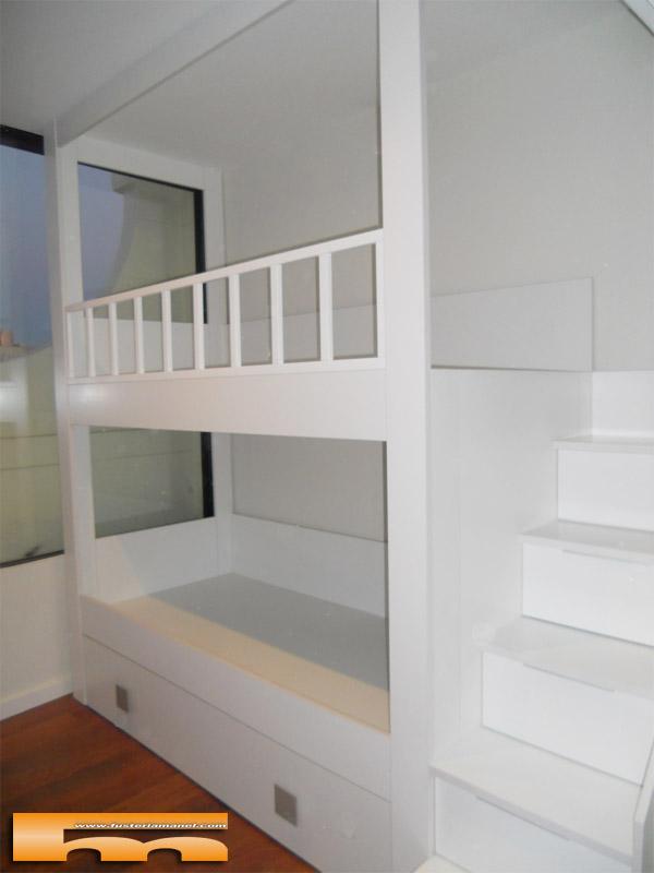 Decoracion habitaci n infantil con litera con escalera - Literas con escaleras de cajones ...