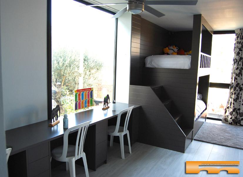 Litera lacada escalera lateral con escritorio maite for Habitacion cuadruple barcelona