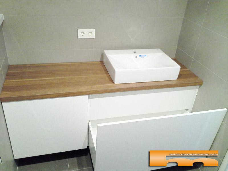 Mueble ba o a medida lacado brillo sobre formica madera - Muebles de madera a medida ...