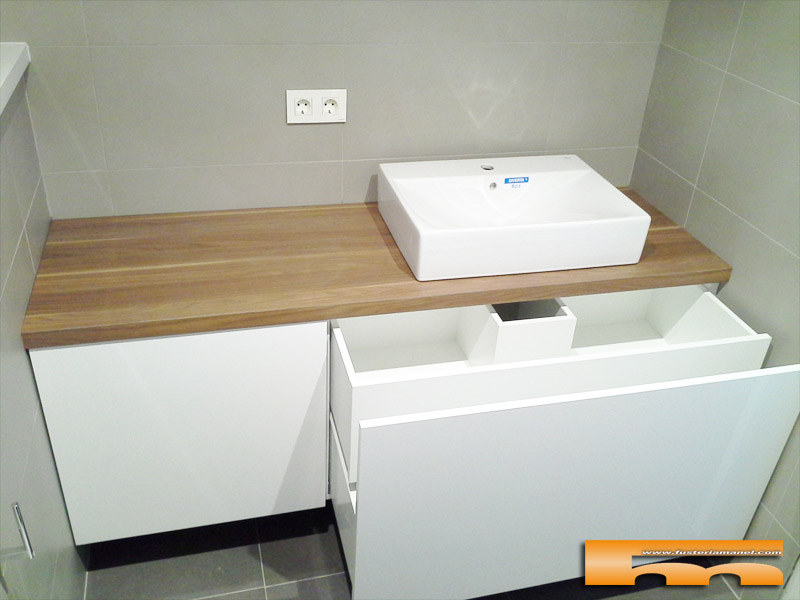 Mueble ba o a medida lacado brillo sobre formica madera for Muebles de bano a medida
