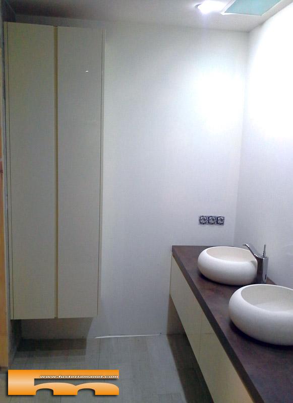 Mueble de ba o con armario lacado brillo push barcelona - Armarios bano a medida ...