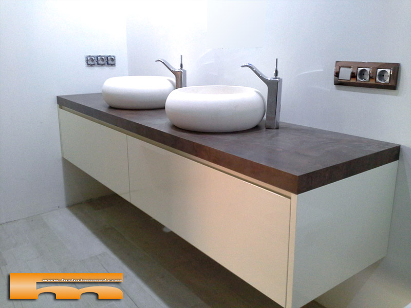 Armarios De Baño A Medida:Mueble de baño con Armario a medida suspendidos Lacado Brillo