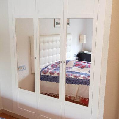 Frontal armario Empotrado a medida con espejo lacado con moldura natalia barcelona