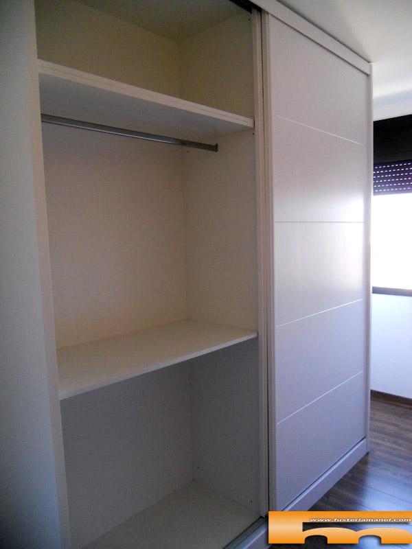 armario a medida lacado blanco pico gorrion correderas sabadell interior1 anna