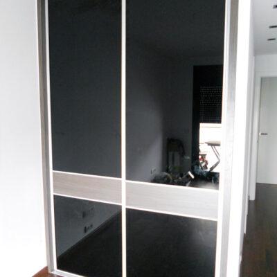 armario-a-medida-matrimonio-correderas-cristal vidrio negro-Vilassar-de-mar-carles