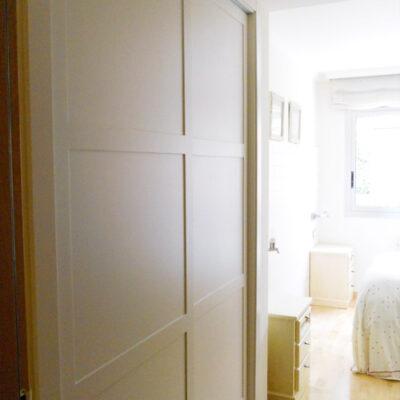 armario-empotrado-a-medida-lacado-moldura-castelldefels-eva-gral