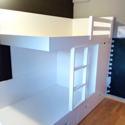 Habitacion Triangular infantil Litera tren cómoda+escritorio | Emma | Barcelona