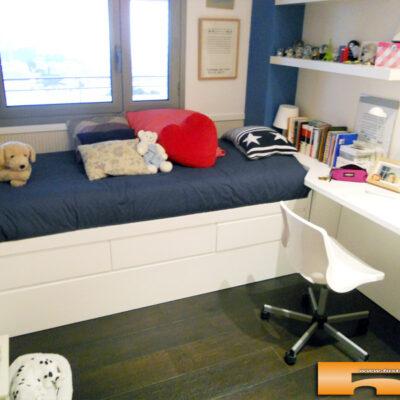 habitacion-lacada-cama-nido-cajones-escritorio-cristina-barcelona