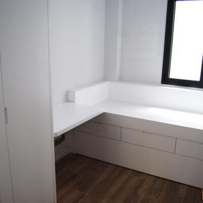 Habitación juvenil con Cama Compacta a medida +escritorio + armario Lacado | Carina | Barcelona