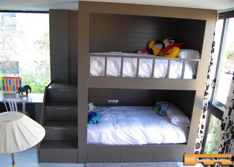 Habitación Cuádruple: 2 literales enmarcadas con Escalera Lateral y Escritorio | Maite | Sant Cugat del Vallès