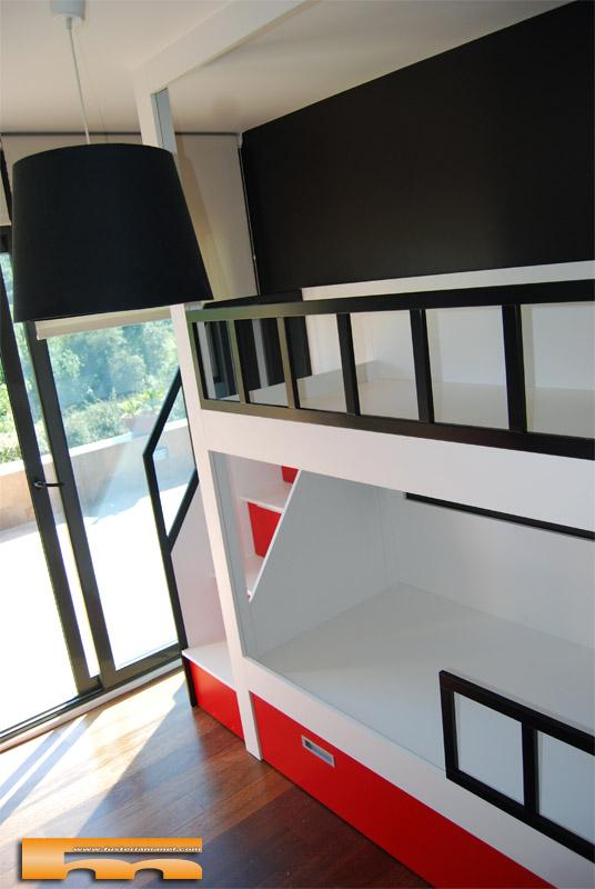 litera_infantil_escalera_lateral_diseño_rojo_negro_blanco_gral