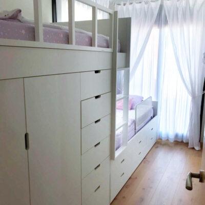 Habitación alargada infantil con Litera tren con 12 cajones | Ferran | Lliçà d'Amunt