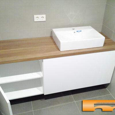 mueble baño a medida lacado brillo sobre formica madera sara Terrassa1