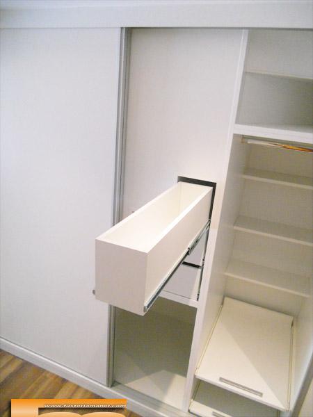 vestidor a medida bajo escalera puertas correderas doble fondo cerdanyola marta int bajo escalera