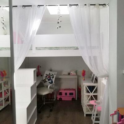 Cama_alta_decoración_infantil_escalera_cajones_escritorio_1_Desiree_Esparreguera decoracion