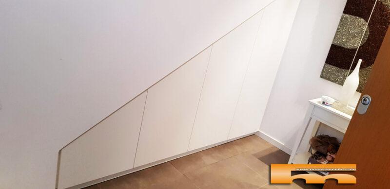 armario bajoescalera lacado medida Natalia Sant Quirze del Valles